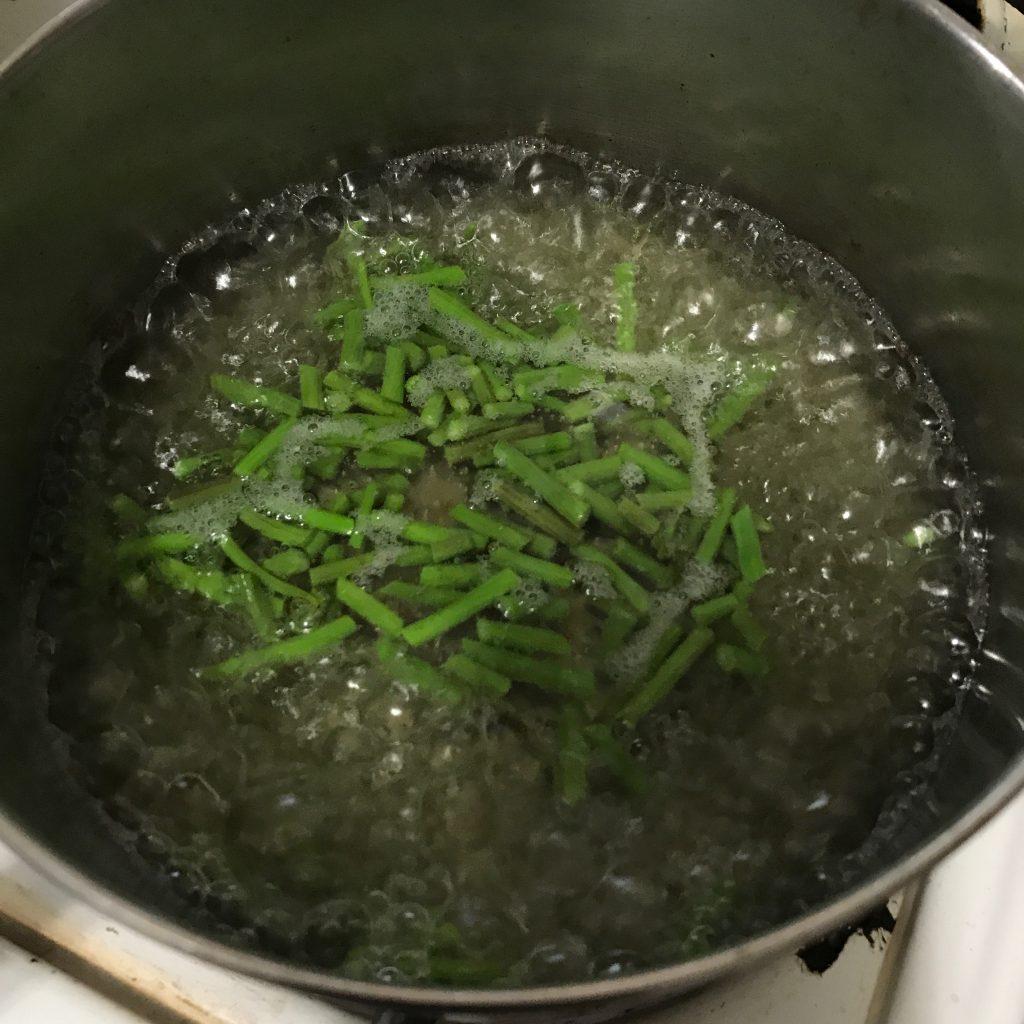 blanching young cut moringa seedppds